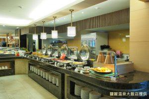 享用飯店輕食午餐